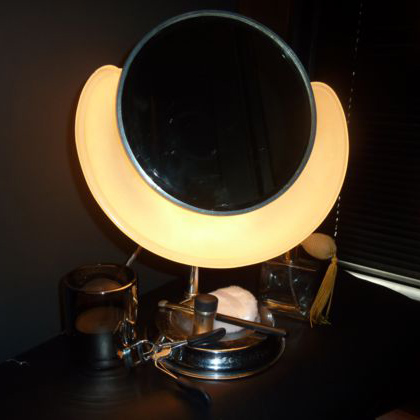 Art Deco Lapeer Cloud make up mirror